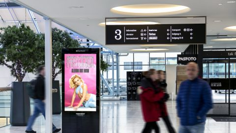 mockup-zara-l-play-adshel-mall-landscape-1.jpg